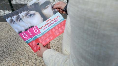 Anúncios mulheres 38712